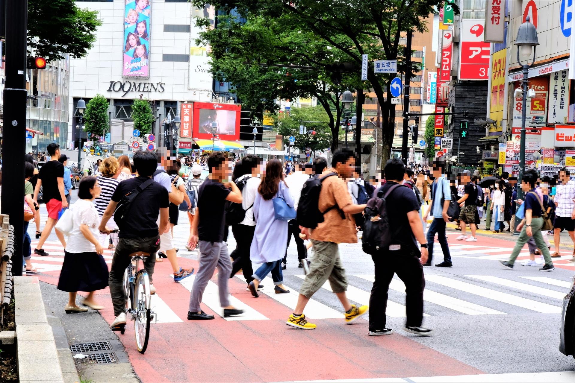 都会の人込み